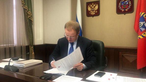 Губернатор Алтайского края Виктор Томенко утвердил новый указ о мерах по предупреждению завоза и распространения коронавируса