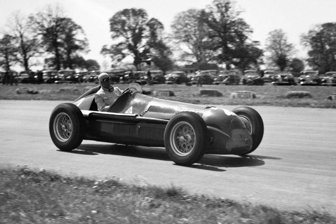 "Джузеппе Фарина на первой гонке ""Формулы-1"", 1950 год. Фото: AP Photo/Eddie Worth"