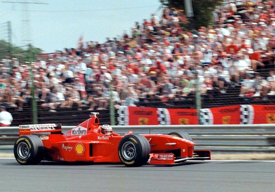 Болид Михаэля Шумахера на Гран-при Венгрии, 1998 год. Фото: EPA-PHOTO/EPA/Attila KISBENEDEK