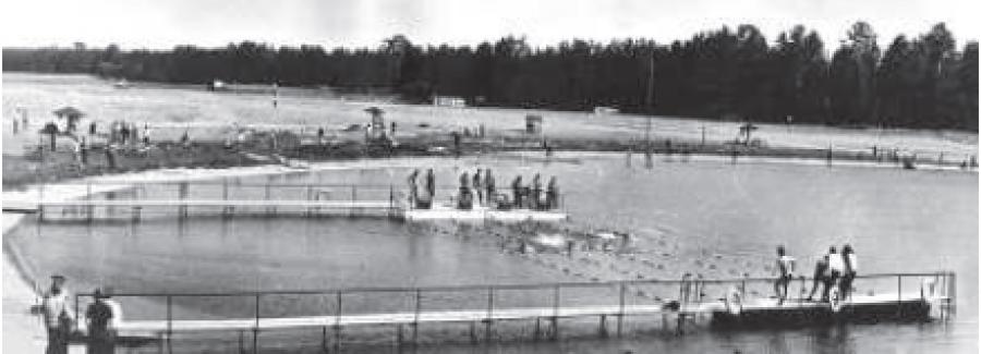 Открытый плавательный бассейн на озере Моховое