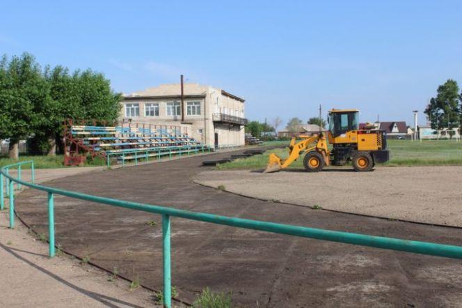 """На стадионе """"Урожай"""" в Родино начался капитальный ремонт"""