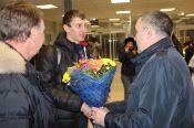 В барнаульском аэропорту состоялась торжественная встреча чемпиона мира по сноуборду Андрея Соболева (фото).