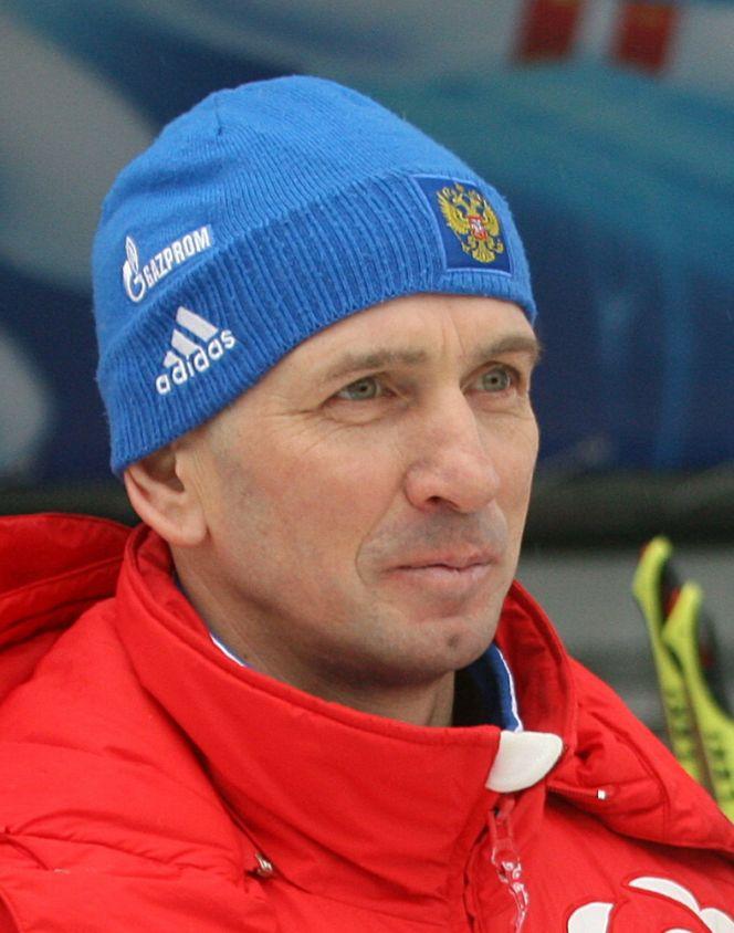 Старшему тренеру сборной Алтайского края по биатлону олимпийскому чемпиону Сергею Тарасову - 50 лет.